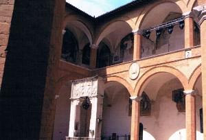 音楽祭が行われている城の中庭
