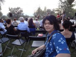 初日オリーブ林でのコンサート