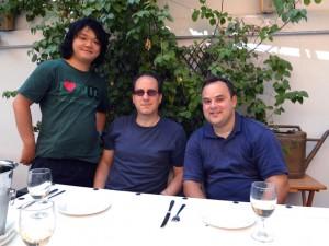 左より、今堀拓也、メインゲストのジョシュア・ファインバーグ、音楽監督エヴィス・サムーティス