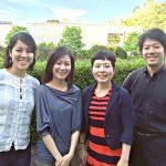 世界遺産となった国立西洋美術館をバックに。左から安田結衣子(ピアノ)、松岡麻衣子(ヴァイオリン)、間部令子(フルート)、山澤慧(チェロ)