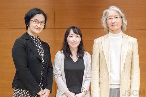左から朝日新聞CSR推進部魚住さん、鈴木さん、安良岡審査委員長